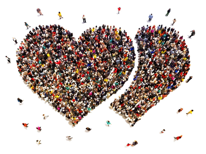 Menschen formen ein Herz
